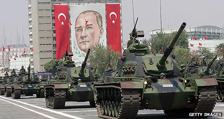 https://i0.wp.com/news.bbcimg.co.uk/media/images/60084000/jpg/_60084976_turkish-army-parade-afp-g.jpg