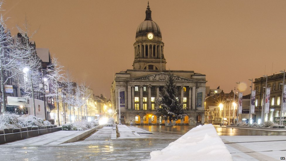 Christmas Snow Falling Wallpaper Bbc News In Pictures Snow Falls Across The East Midlands