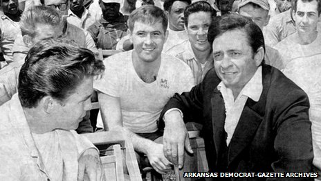 Johnny Cash chatting to prisoners at Cummins prison