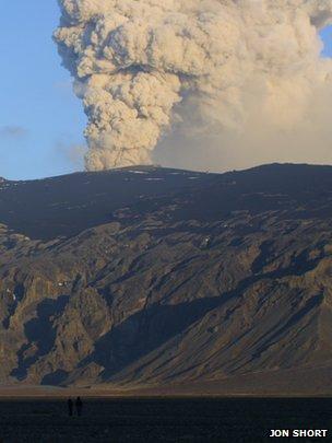 Ash plume from the Eyjafjallajokull volcano, Iceland (image: Jon Short)