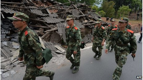 Soldiers in Longmen County, Sichuan province, China (21 April 2013)