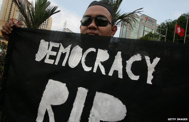A supporter of Pakatan Rakyat gholds up a banner during a political rally against election fraud on May 25, 2013 in Kuala Lumpur, Malaysia