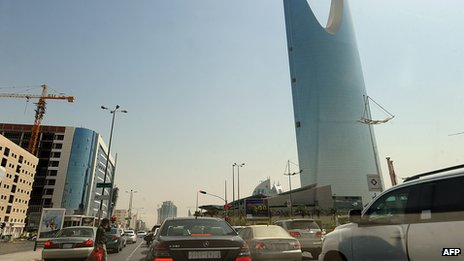 Cars in Riyadh (22 Sept 2013)