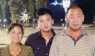 Luo Gang with mother and father