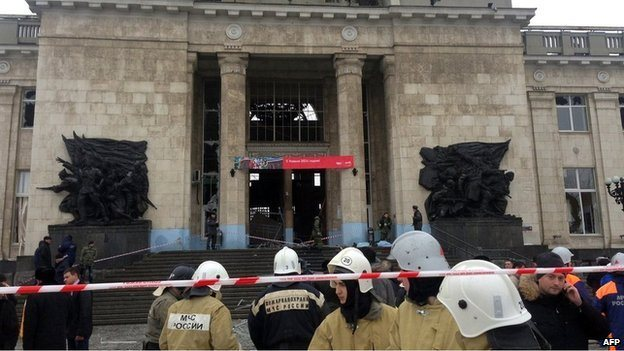 Rescue workers outside bomb-hit Volgograd-1 train station, Russia, 29 December 2013