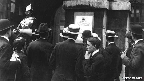War is declared, London 1914