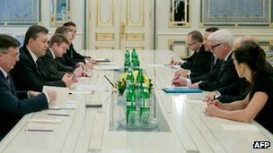 Ukrainian President Viktor Yanukovych holds talks with German, French and Polish foreign ministers on 20 February 2014