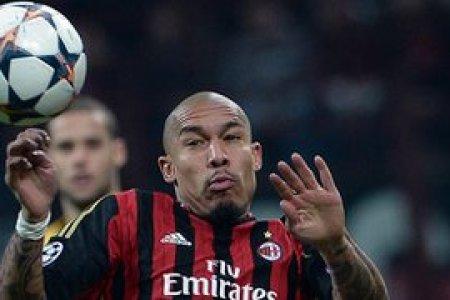 AC Milan midfielder Nigel de Jong wants to stay in Italy