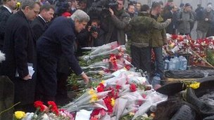 US Secretary of State John Kerry visiting a shrine in Kiev on 4 March 2014