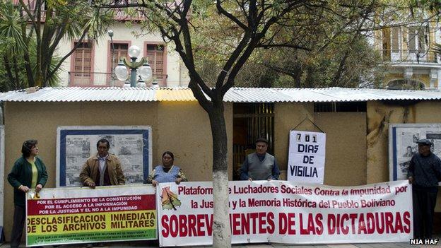Protest camp outside in La Paz