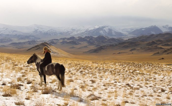 Ashol-Pan on horseback