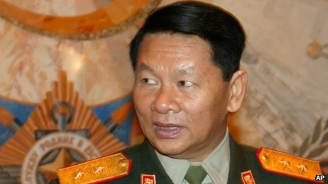 Laos Defence Minister Douangchay Phichit (2004 file photo)