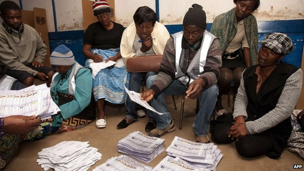Malawian Electoral Commission workers count voted ballots on 20 May 2014 in Blantyre, Malawi