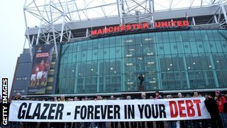 Fans demonstrate against Malcolm Glazer