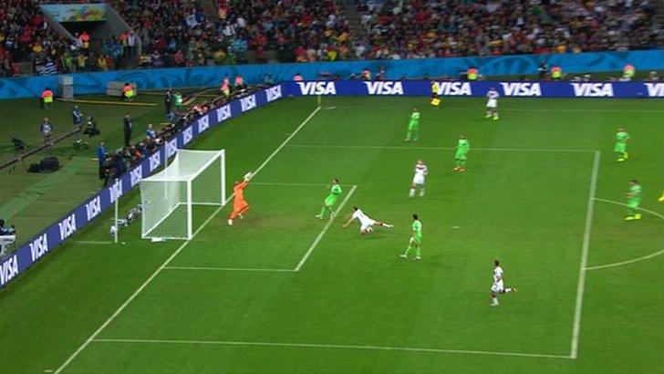 Algeria keeper saves
