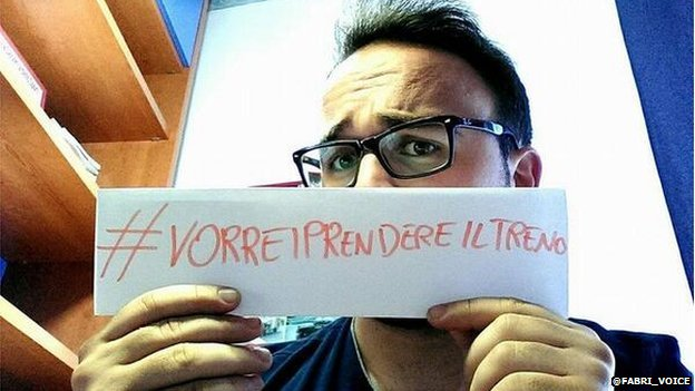 A photo posted by the Twitter handle @fabri_voice showing a man holding a #VorreiPrendereilTreno sign