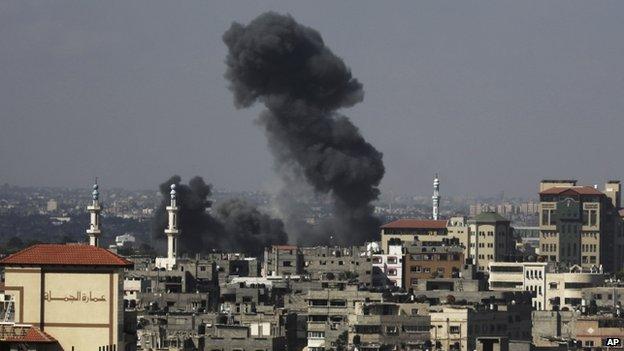 Smoke rises above Gaza City after Israeli air strikes (16 July 2014)