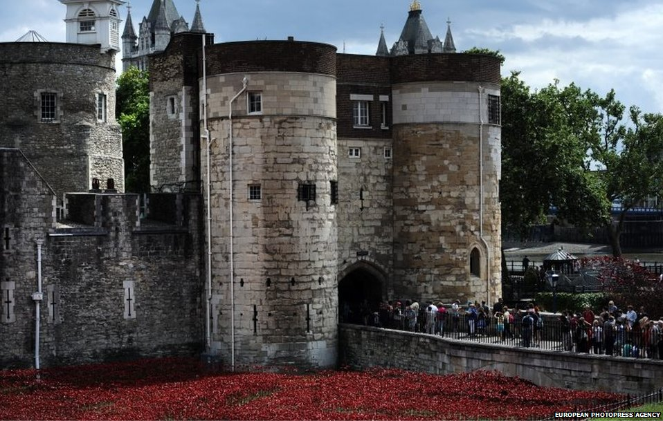 The Tower of London moat with 888,246 ceramic poppies