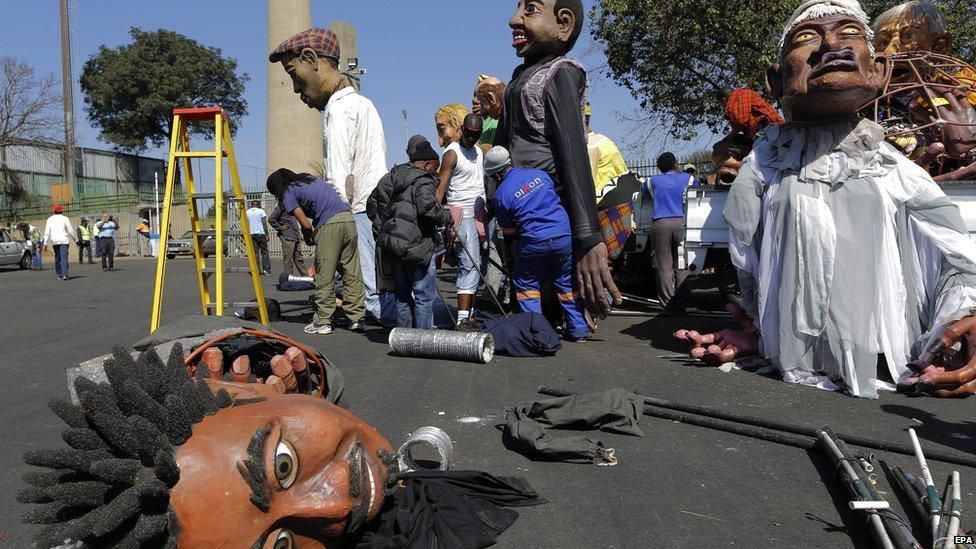 Performers prepare for the Gauteng Carnival 2014 in Johannesburg, South Africa, 6 September 2014