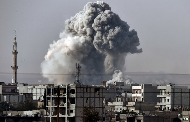 US-led air strikes on Islamic State targets in Kobane were visible from the Turkish border on 14 October