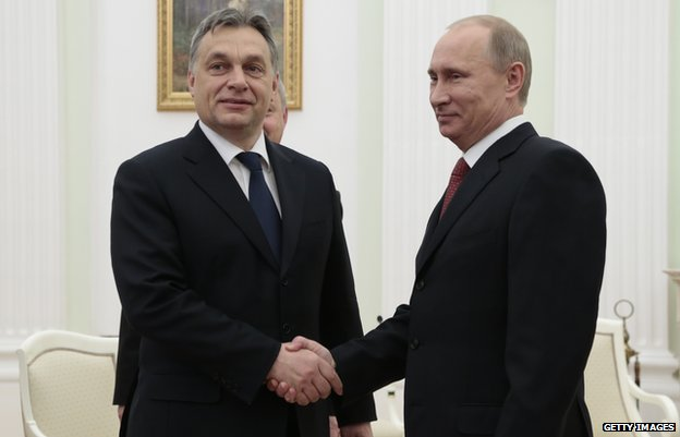 Viktor Orban (L) meets Russia's Vladimir Putin at the Kremlin (31 Jan 2013)