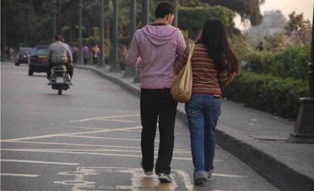 An Egyptian couple walk down the street