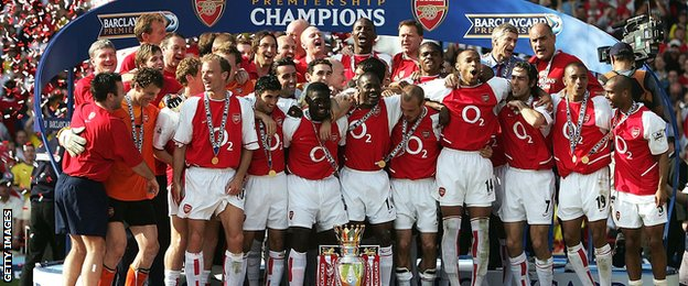 Arsenal players celebrate winning the Premier League in May 2004