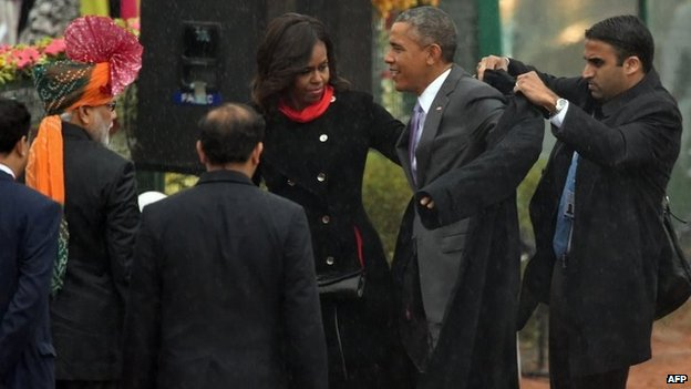 US President Barack Obama (2R) and First Lady Michelle Obama (C) on Rajpath during India's Republic Day parade in New Delhi