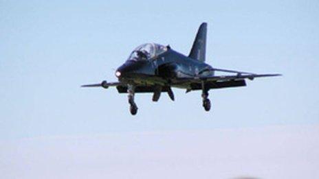 Hawk training jet