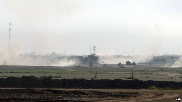 Iraqi government forces advance on the outskirts of Tikrit (11 March 2015)