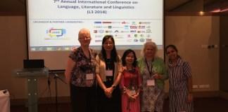 Li speaks at a conference
