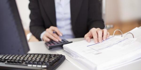 Risultati immagini per Impiegato contabile
