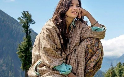 Alia Bhatt wearing Pheran in Movie Highway