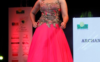 Huma Qureshi walking the Ramp for Archana Kochhar