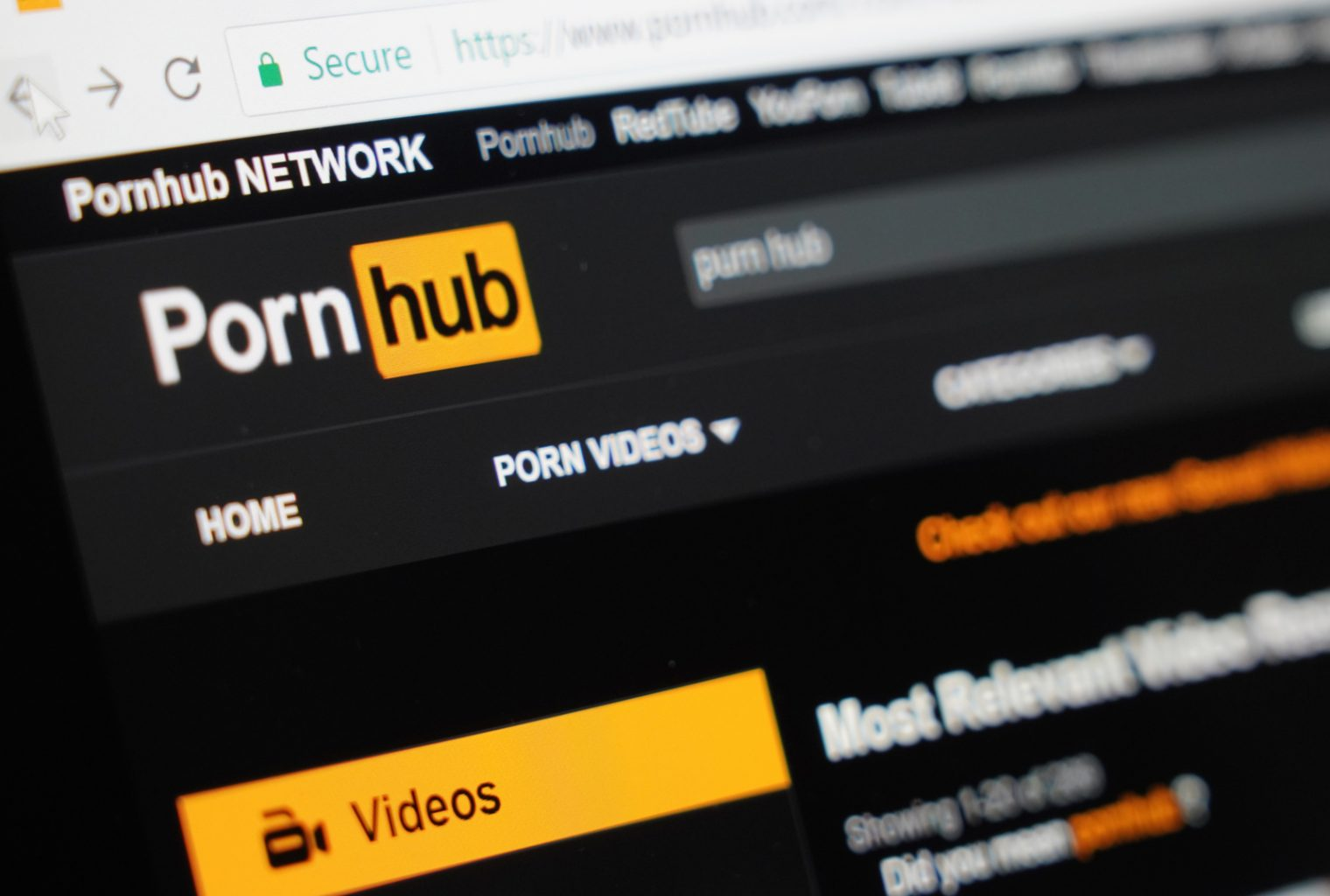 The Daily Pornhub Adds New Tokens Fcoin Defends Trans Fee Coinbase Goes Pro