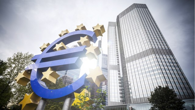 The European Central Bank deepens its analysis of the digital euro, and the Vice President confirms that a mid-term decision is expected to be made