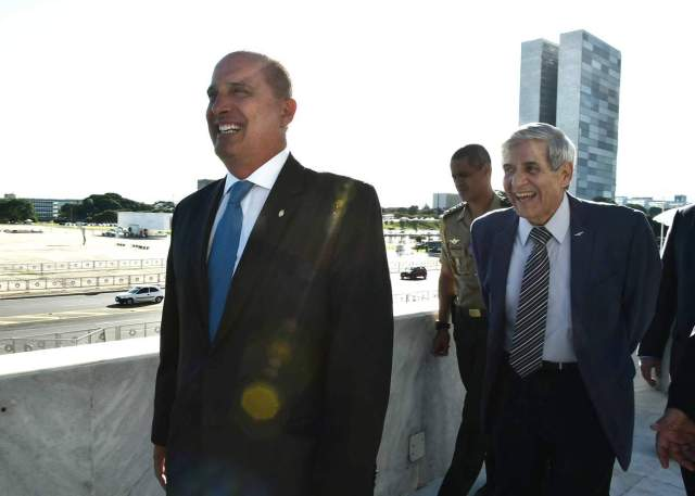 Futuro chefe de gabinete Onyx Lorenzoni, ao lado do general Augusto Heleno