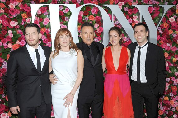P16JYT New York, NY, USA. 10th June, 2018. Bruce Springsteen, Patti Scialfa and Family attend the 72nd Annual Tony Awards at Radio City Music Hall on June 10, 2018 in New York City. Credit: MediaPunch Inc/Alamy Live News