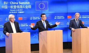 "Chinese Prime Minister Li Keqiang (C), European Commission President Jean-Claude Juncker (L) and European Council President Donald Tusk (R) address a press conference at the end of an EU-China summit at the European Council in Brussels on June 2, 2017.  The EU and China are increasing cooperation to fight climate change after President Donald Trump made a ""big mistake"" in pulling the US out of the Paris agreement, European Council President Donald Tusk said. / AFP PHOTO / EMMANUEL DUNAND"