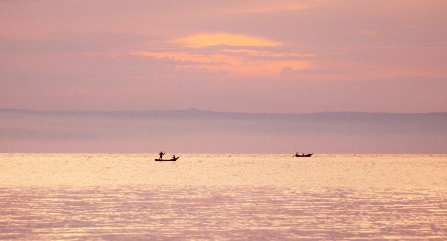 Fishermen in Uganda's Lake Albert. Pacman321, Flickr