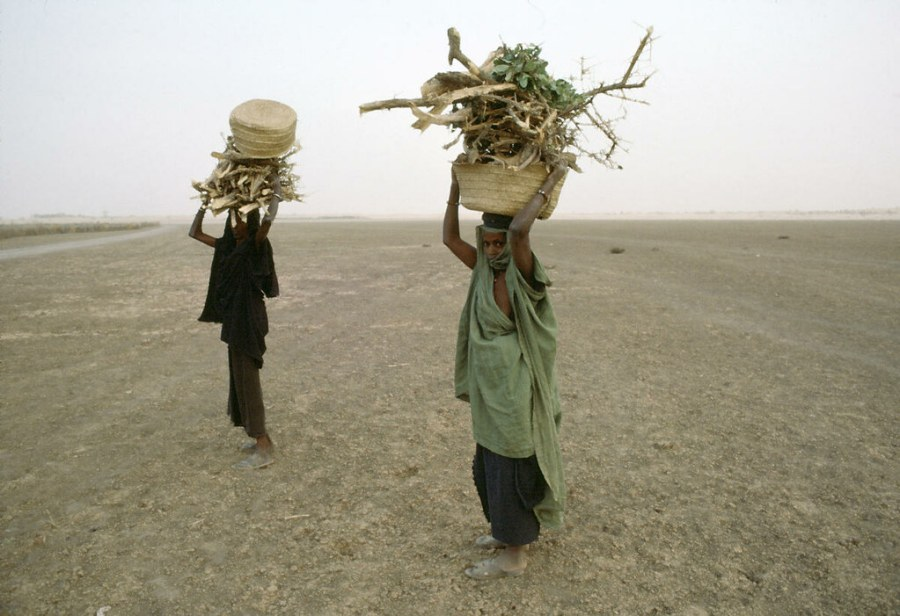 Women collecting firewood for cooking pause on the cracked bed of the Niger River. United Nations Photo, Flickr