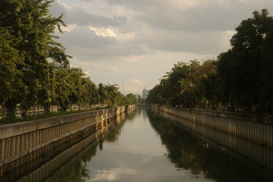 The waterways of Indonesia's current capital of Jakarta pose risks to the city's infrastructure. Seika, Flickr