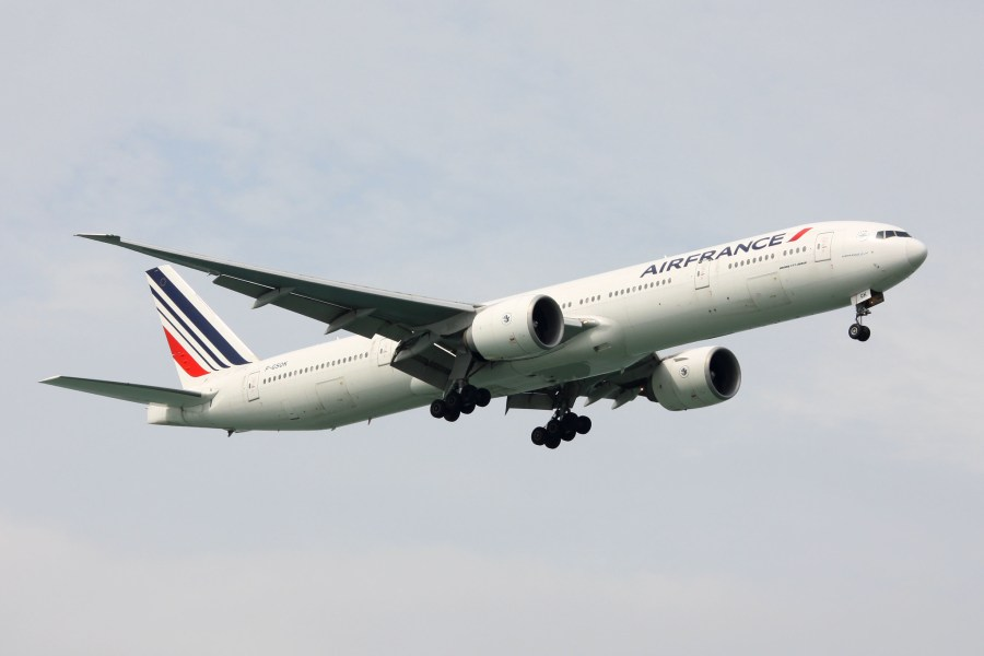 An Air France 777-328ER lands at Singapore. joolsgriff, Flickr