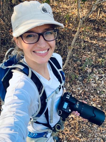 Photo caption: Amanda Melin à Santa Rosa au Costa Rica, site sur lequel elle travaille depuis longtemps et où elle codirige des recherches moléculaires et comportementales sur les singes hurleurs et les capucins. Avec l'aimable autorisation d'Amanda Melin.