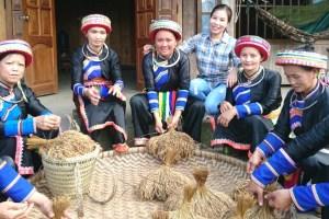 Basket manufacturing in Viet Nam. Courtesy of Quà Ngon Miền Núi