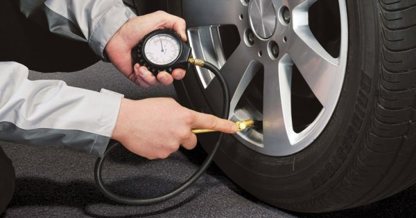 super popular 3ce9d 96e00 If the tire needs more air, drive slowly to the nearest gas station. There, you  should be able to find an air pump you can use for about a loonie.