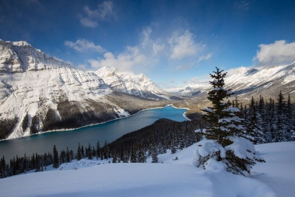 Icefields Parkway - winter road trips in Canada