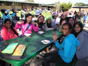 Middle School Hosts Ice Cream Social to Wind Up First Days