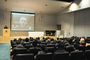 Well-Known Nature Author David Quammen Speaks to Students via Skype about Animal Infection Spillovers