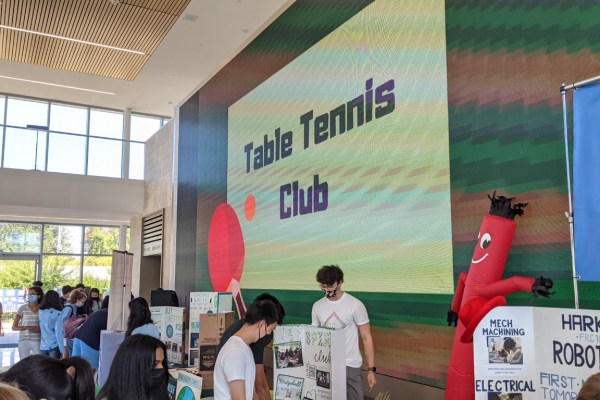 Back in-person, Club Fair attracts upper school students
